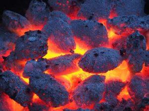 Der Grill ist heiß! Zeit das Fleisch aufzuelgen